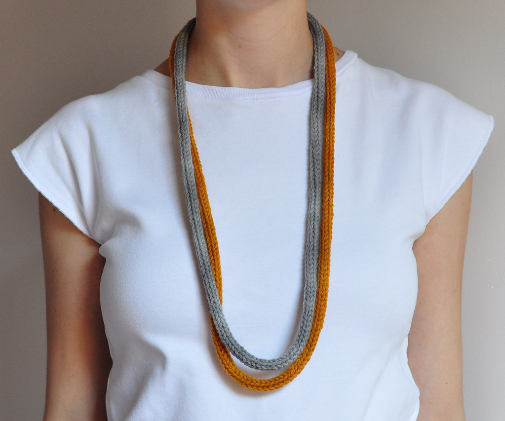 m a n i fold: knit necklace pumpkin/gray