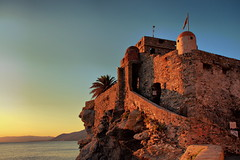 Light at dusk (klausthebest) Tags: light sunset sea sky italy building rock atardecer bravo italia tramonto searchthebest dusk liguria camogli fortress dragonara worldbest castellodelladragonara dragonaracastle