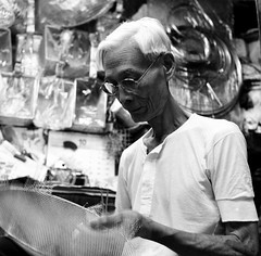 The disapperaing face of Hong Kong. (ndnbrunei) Tags: blackandwhite bw 120 6x6 tlr film rollei mediumformat square hongkong kodak bn mf craftsman xenar rolleicord classicblackwhite analoguephotography rolleigallery ndnbrunei tmy2 kodak400tmy2 50yearoldcamera ilovemyrolleicord