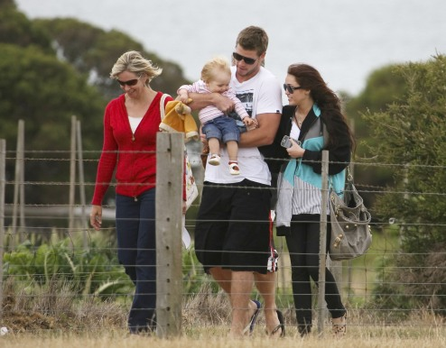 preppie_-_miley_cyrus_visiting_liam_hemsworths_family_and_friends_in_phill_0013