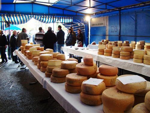 Concurso de queijo na cidade de Ogeu Les Bains, promovido pela Associação dos Produtores de Queijo da Montanha.
