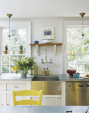 White beachy kitchen: Vintage touches + modern appliances