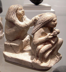 La peinadora (Bellwizard) Tags: nyc sculpture ny newyork museum manhattan egypt escultura egipto egipte metropolitanmuseumofart nuevayork novayork