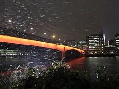 Snow flow (moving image) (Lars Plougmann) Tags: bridge snow london thames night londonbridge river video wind turbulence uksnow mvi0490