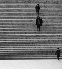Gagn! (. ADRIEN .) Tags: people blackandwhite bw paris france stairs blackwhite noiretblanc nb trocadero escalier parigi troca trocadro