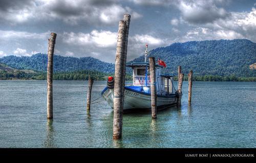 lumut boat