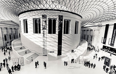 British Museum in London (photo-maker) Tags: uk greatbritain roof england sky london museum architecture himmel architektur britishmuseum dach 2009 glas greatcourt architectur grossbritannien grossbritanien digitalcameraclub greatbritani greatbritanien 20091025151930
