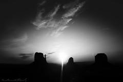 At The Dawm (I'mMarco) Tags: light bw sun sunrise landscape dawn nikon ray alba monumentvalley sole d80 immarco