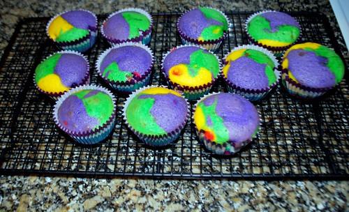 Warm rainbow cupcakes