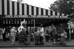 New Orleans - Music and Beignets @ the Cafe du Monde