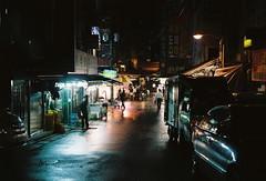'^z] (june1777) Tags: street light rain night t fuji market snap ii f 400 seoul pro fujifilm 69 690 90mm gw fujinon namdaemun f35 400h gw690 pro400h gw690ii