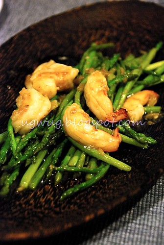 Stir fried asparagus with prawns