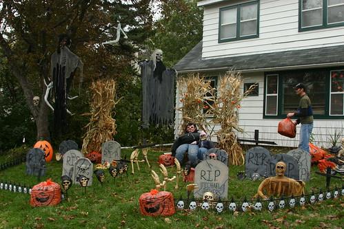 headstones - Friendly Halloween Decorations
