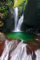 Gitgit Twin Waterfalls (tropicaLiving - Jessy Eykendorp) Tags: light bali tree green nature water pool indonesia waterfall twin emerald gitgit efs1022mm singaraja bedugul outdoorphotography canoneos50d campuhan tropicaliving rawproccessedwithdigitalphotopro tiffproccessedwithadobephotoshopcs3 gitgittwinwaterfalls