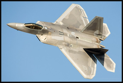 Fighter airplane picture - F-22 Raptor at Dubai Airshow