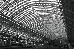 20091125 - St Pancras Station - at last (becksldrt) Tags: roof london glass trains kingscross stpancras stpancrasinternational 329365 project3661 thebarlowshed ridgeandfurrowglazing