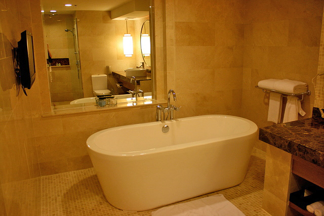 The bathtub is to die for!
