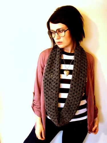 softspoken circle scarf in charcoal