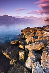 last red light of sunset (Alessandro S. Alba) Tags: sunset sun lake rock clouds garda tramonto ray sole acqua rosso colori raggi alessandroalba