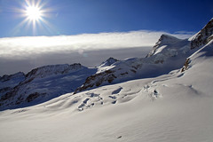 Jungfrau 1 (Switzerland) (Kaptah) Tags: winter naturaleza sun mountain snow alps heritage sol nature sphinx alpes canon landscape eos switzerland suiza swiss nieve unesco glacier pico summit invierno montaa glaciar eiger meyer valais jungfrau aletsch mnch otw 400d flickraward concordians patrominio spiritofphotography oltusfotos platinumpeaceaward flickrunitedaward