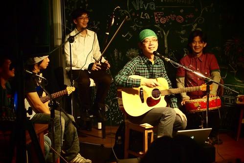 愛吃飯樂團在台中呼嚕咖啡的「飯糰趴」