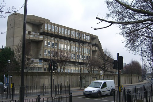 Robin Hood Gardens, Cotton Street elevation