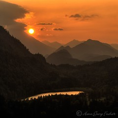Ludwig II's view (hgviola ) Tags: sunset sun alps color castle colors beauty germany bayern deutschland bavaria evening abend soleil twilight lowlight nikon europa europe sonnenuntergang dusk availablelight natur beautifullight himmel wolken 100v10f harmony castelo alemania romantic dmmerung alpen aussicht neuschwanstein schloss sonne farbe ludwig allemagne farbig castillo hdr malam beleuchtung farben hohenschwangau romantik abendsonne fssen abendrot allgu bracketing schwangau harmonie blauestunde jerman sddeutschland ludwigii d80 beforeconcert nikond80 ludwigiiofbavaria twilighthour afsvr18200 hgviola