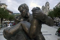 2017_02_14_sanValentinoCinaZafferana (giopuo) Tags: zafferana zafferanaetnea sicilia sicily etna etneo scultura spulpture chine valzer dancing love sanvalentino amore coppia couple smile passion embrace bronze