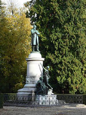 statue de pasteur.jpg