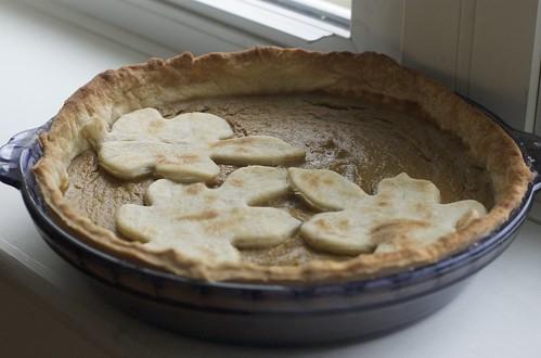 pumpkin pie with oak leaf crust