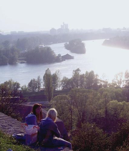 Vistas de Novi Beograd al fondo desde la fortaleza Kalemegdan