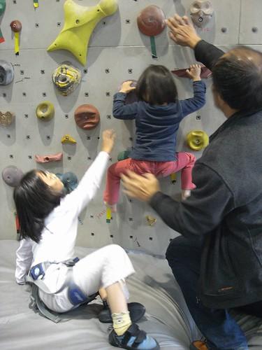 katharine娃娃 拍攝的 7小小猴子學攀爬。