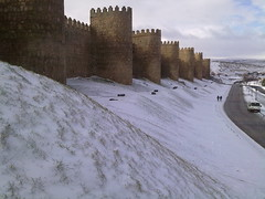 nieve y murallas (kukumismelo) Tags: espaa white snow wall spain wand nieve nevada walls mur muralla parede avila duvar murallas  vgg zid ciana
