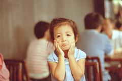 Taichung_20090802_32 (Lordcolus) Tags: leica people color film restaurant kid kodak snapshot taiwan sleepy negative taichung 台灣 m6 tpi 台中 春水堂 motionpicture 妞妞 eslite 250d minoltadimagescanelite5400 姿態 勤美誠品 carlzeisscsonnar1550zm