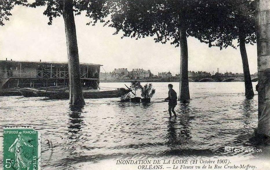quai inondé à Orléans le 21 octobre 1907