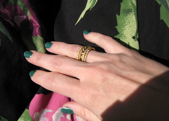 gold rings gree nails