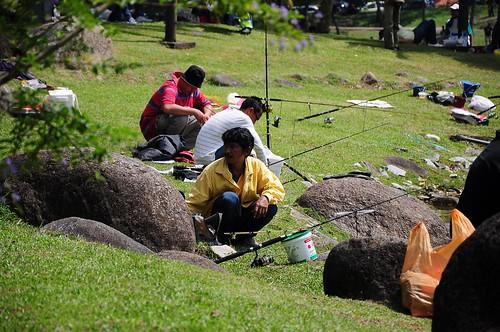 Aksi pemancing di Tasik Shah Alam pd 28 Mac 2010