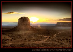 Monument Valley sunrise - Daniel Bear