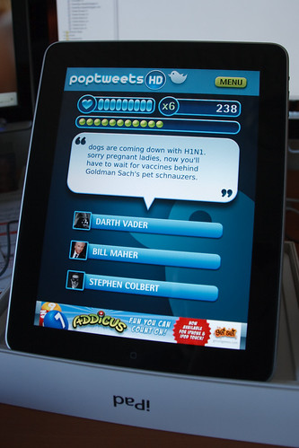 Poptweets HD Running on the iPad - Game Screen