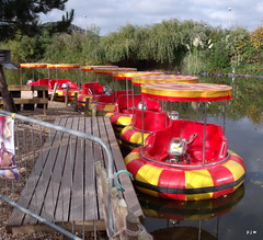 butlins bumper boats (P.J.W) Tags: lake water butlins minehead picturethis bumperboats pjw butlinspicturethis