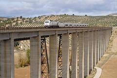 Talgo Almeriense en el Hacho (Maky_Heavy) Tags: madrid tren cement via grandes cemento almeria nuevo 009 granda larga lineas distancia renfe talgo hormigon viaducto emd 334 hacho vossloh