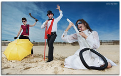 The Fashion Glasses Trio (Guitar) (alonsodr) Tags: lighting umbrella sony flash models modelos filter series alpha paraguas alonso serie graduated desnudo carlzeiss filtro cokin iluminacin degradado a900 nede alonsodr strobist gnd8 mywinners alonsodaz alpha900 carmensnchez x121s cz2470mm sergiovelasco anamarrufo