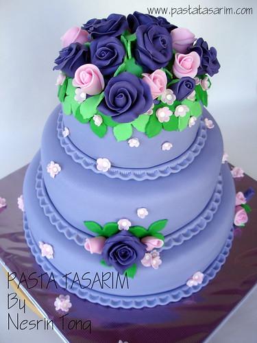 WEDDING CAKE - PURPLE ROSES