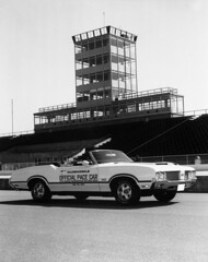 1970 Oldsmobile 4-4-2 (indianapolismotorspeedway.com) Tags: modern race speed am cool technology may indiana racing pontiac 1970 ward ims oldsmobile indy500 442 rodger pacecars indianapolismotorspeedway thegreatestspectacleinracing