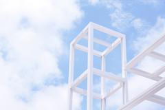 """Aire cuadriculado en tres dimensiones"" (""Air gridded on three dimensions"") (Domonte Design) Tags: blue sky white blanco branco azul clouds soft blu himmel wolken minimal bleu ciel cielo nubes ceo blau nuages weiss bianco blanc ceu douce suave mol estructura nubi nubols estructure weich leun suau domonte"