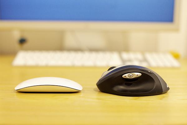 Apple Magic Mouse 8