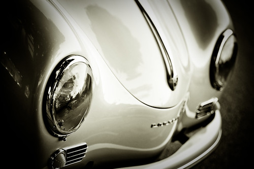 Porsche speedster : what pretty eyes you have