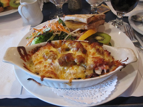 Brunch at l'Estaminet - Mergez, ham and bacon casserole