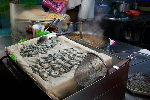 Oyster omelet and oyster vermicelli vendor
