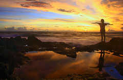 Beeeeeeeaaaaaaaaaaaaaaaaaaaachhh !!!!! (Maaar) Tags: sunset bali seascape beach girl silhouette landscape fly kid xo searocks canggu flylikeaneagle childrenphotography childrenatthebeach pererenanbeach betweenthegoldensunset